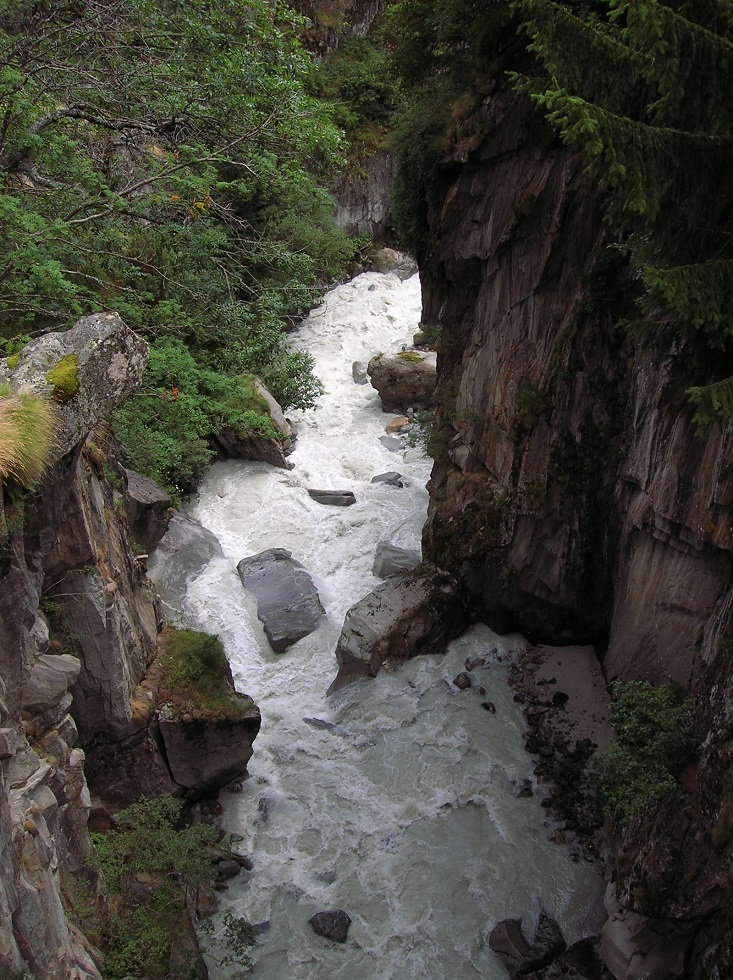 a river rushing through a canyon