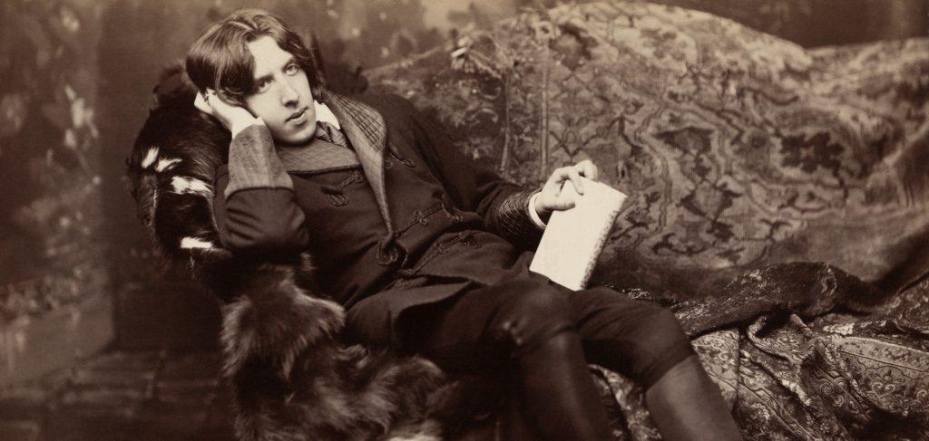 Oscar Wilde reclining